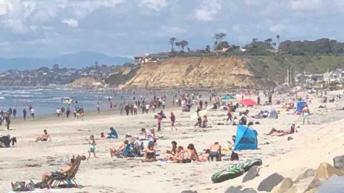 Is Del Mar beach crowded?